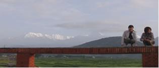 ネパールのアンナプルナなバックに記念写真